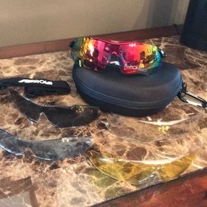 💥New! Light weight Farrova sports sunglasses.